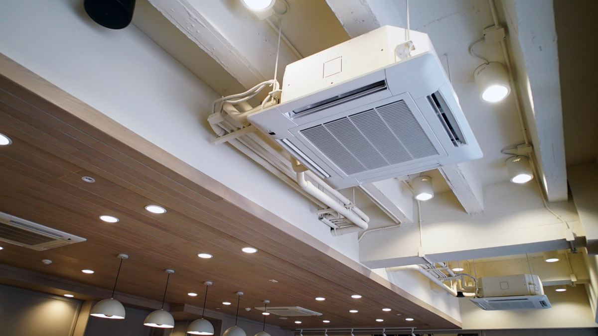 Ceiling cassette air conditioning unit used for cooling large areas